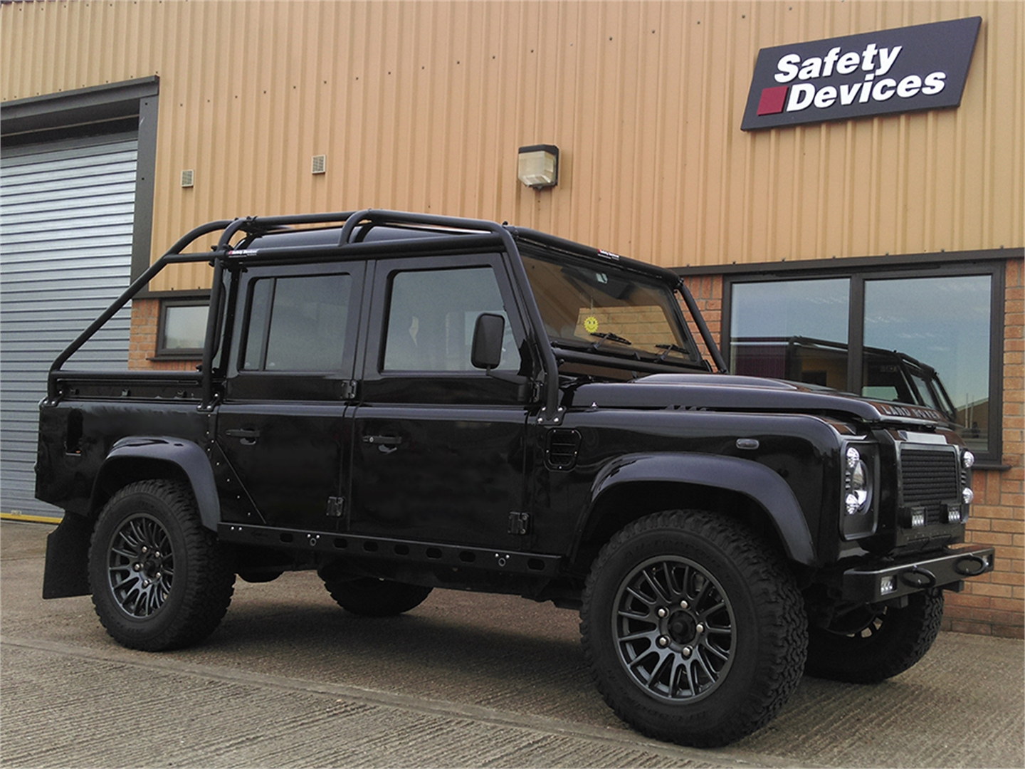 Safety Devices Defender 110 Double Cab Roll Cage External