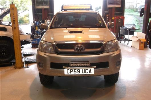 Devon4x4 lightbar as you can see it is a neat and elegant solution to mounting additional lights mozeypictures Choice Image